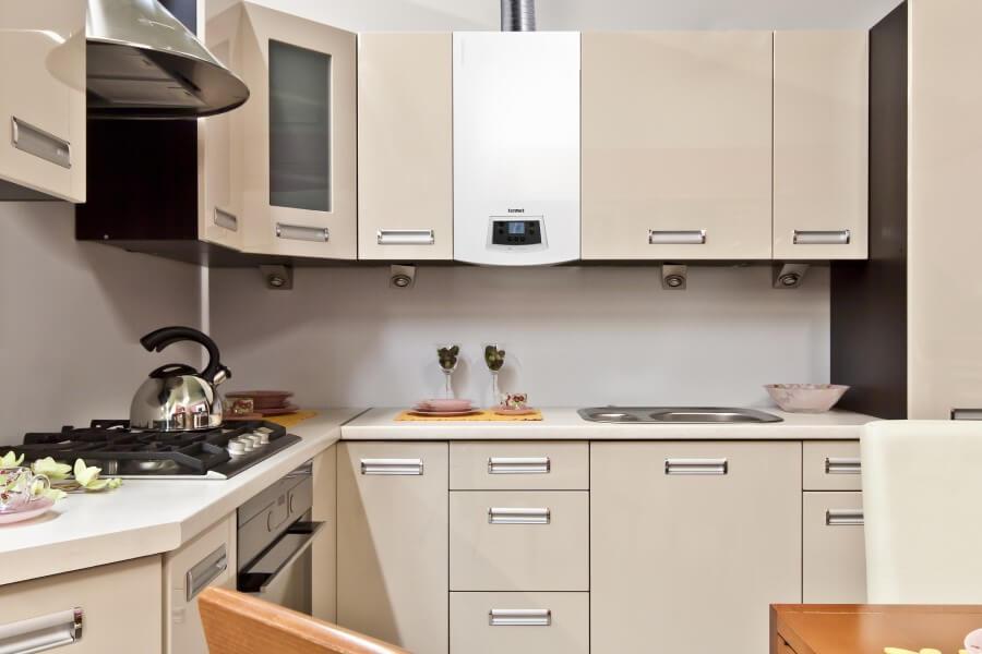 Фото нагревателя между шкафчиками